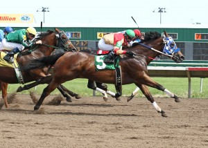 HOLLYWOOD TRICKSTER_Great Lakes Stakes_07-03-12_CBY_Finish